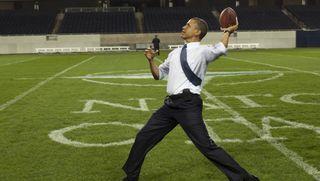 Obama_football_144928199_620x350